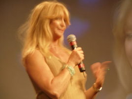 Goldie_hawn_announces_ted_winner_1