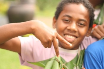 Fijian_children_after_dance_celeb_3