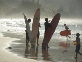Kauai_surfers_dec_2006_2